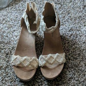 Lucky Brand cream sandals